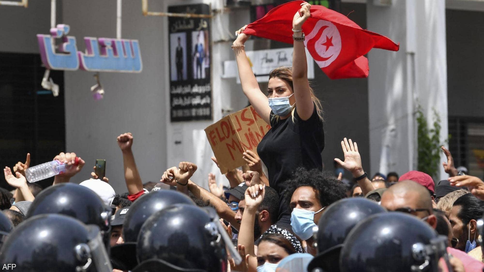 سهرۆكی تونس پارێزبهندی لهسهر پهرلهمانتارانی وڵاتهكهی ههڵگرت